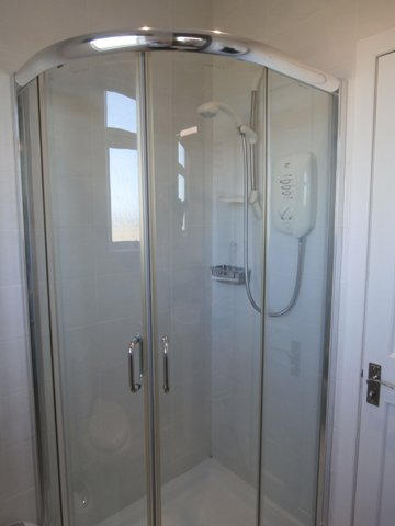 Larch Cottage Bathroom Shower
